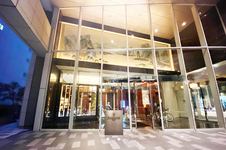 シャングリラ ホテル 東京 入口